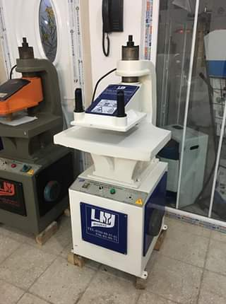 آلات صناعة الأكياس البلاستكية والورقية